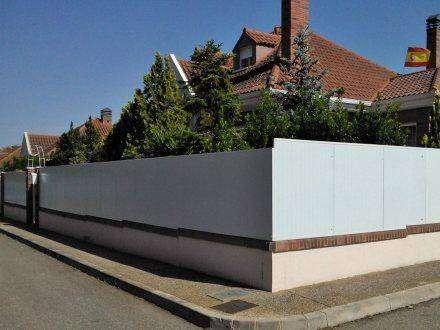 Panel Sandwich Fachada con tornillo visto para sectoizacion y divisiones en jardines