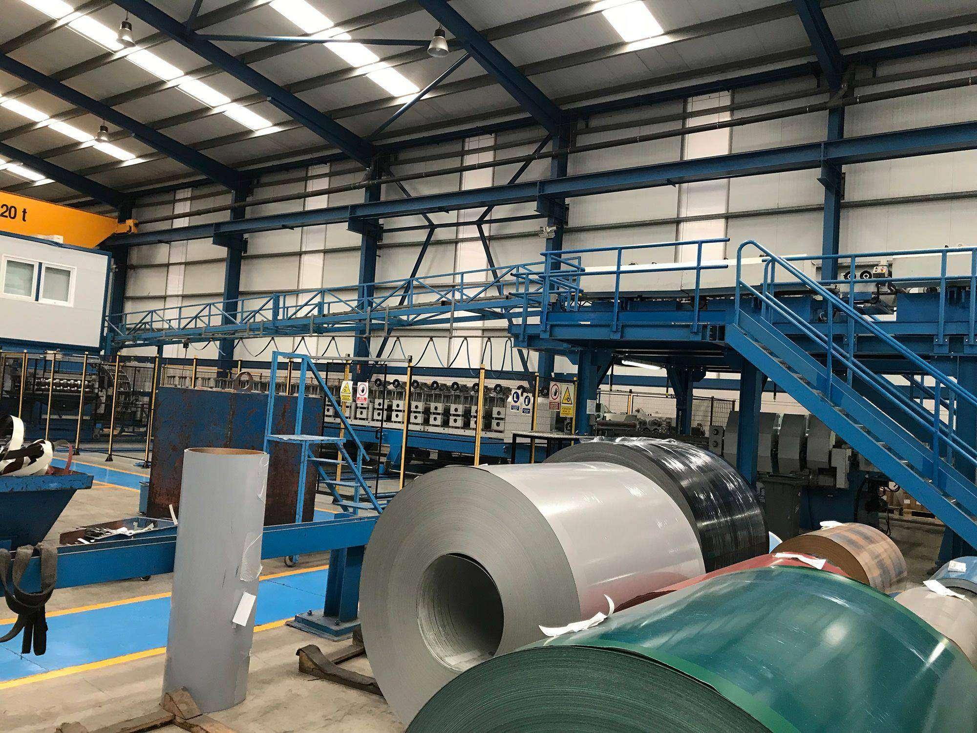 Rollos de acero en fabrica para produccion de Panel Sandwich