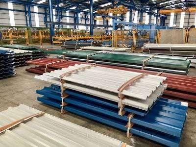 Apilamiento de los paneles en la fábrica