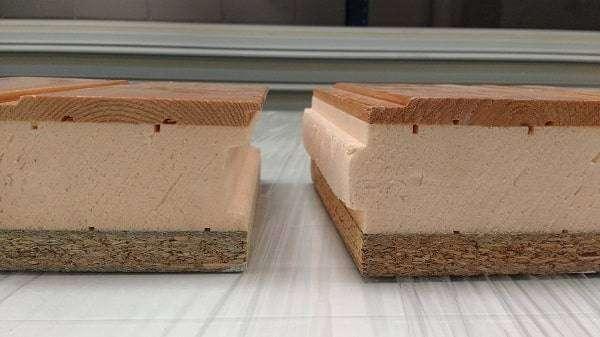 Panel de madera con el núcleo aislante
