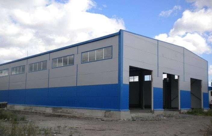 Revestimiento de fachada en una nave industrial